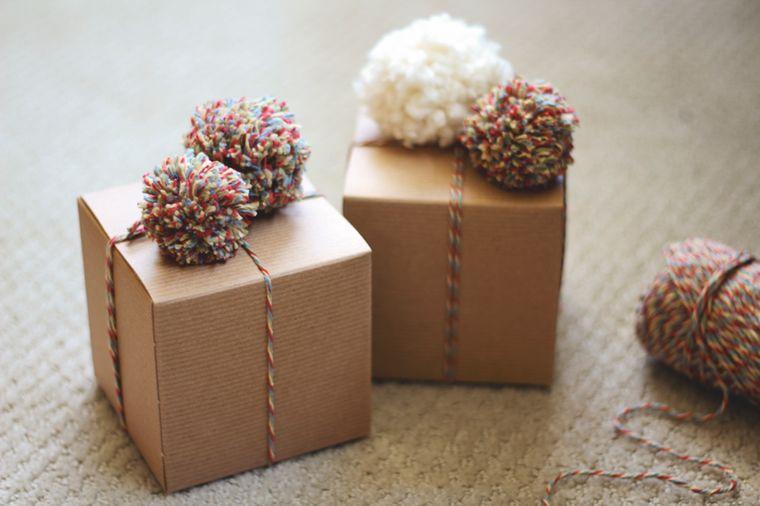 pompones en regalos