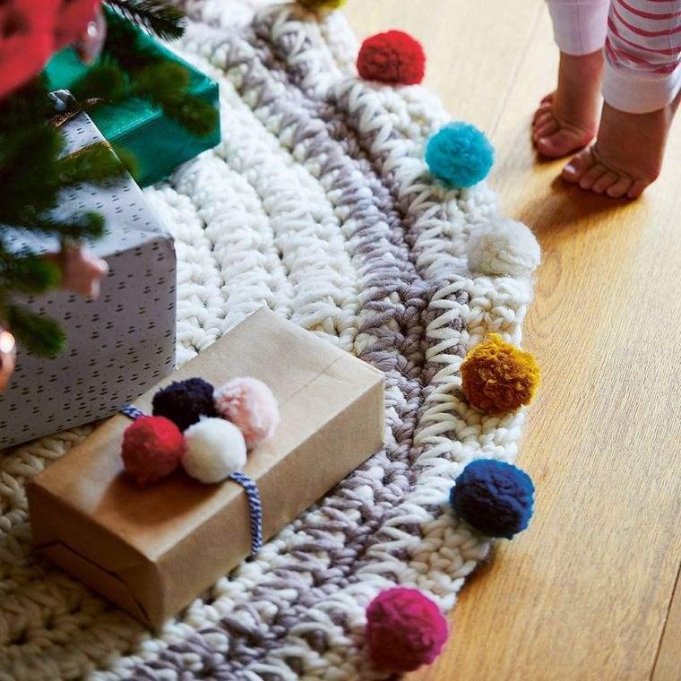 pompones pie de arbol navidad