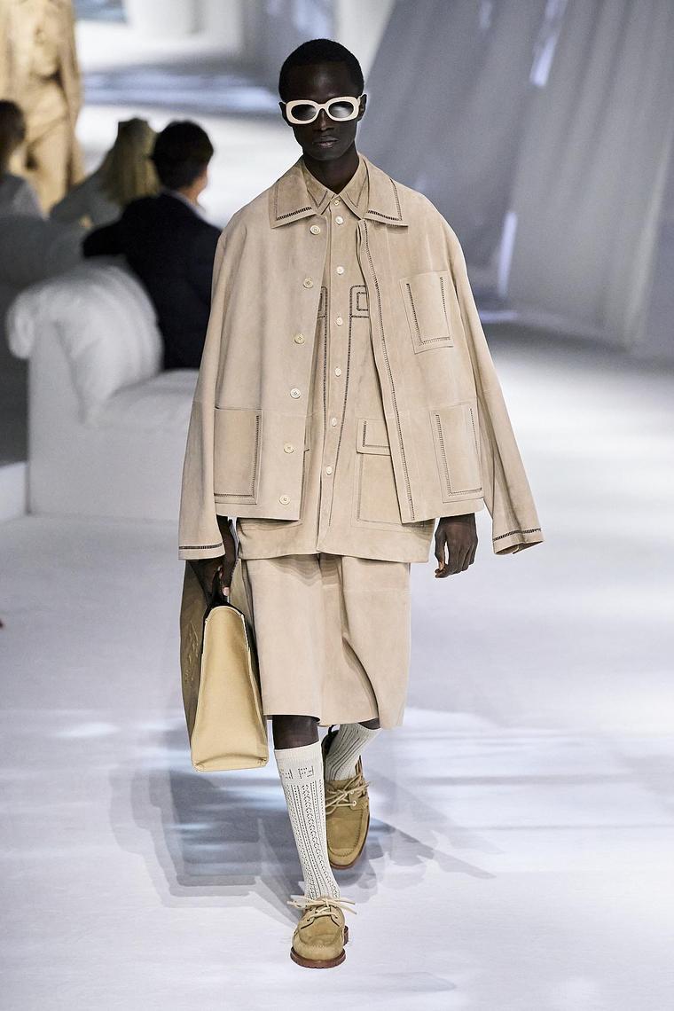 ropa-fendi-disenos-2020-beige-mujer