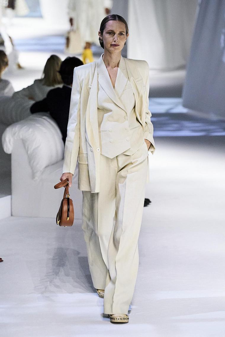 ropa-fendi-traje-blanco-mujer