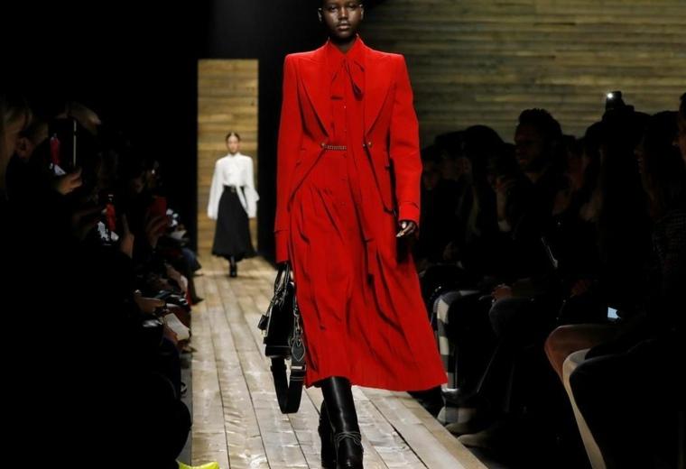 vestid-rojo-estilo-ropa-oficina