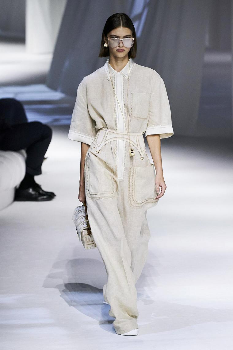vestido-largo-diseno-comodidad-fendi