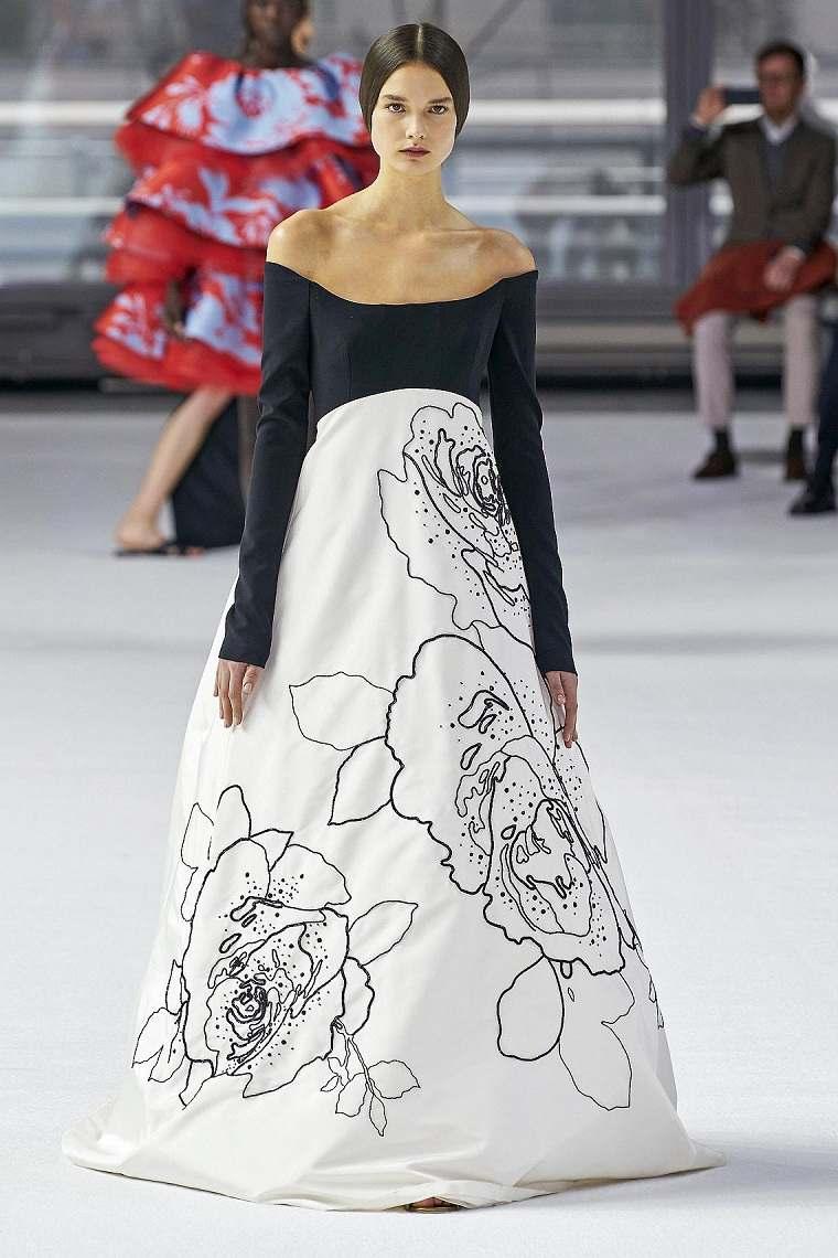 Diseño-floral-motivos-florales-vestido-Herrera-2020
