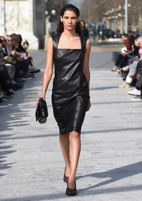 Vestido negro básico-cuero-negro