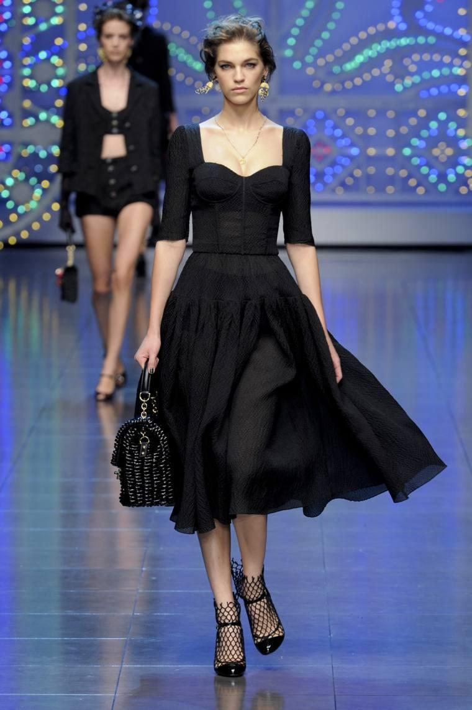 Vestido negro básico elegante
