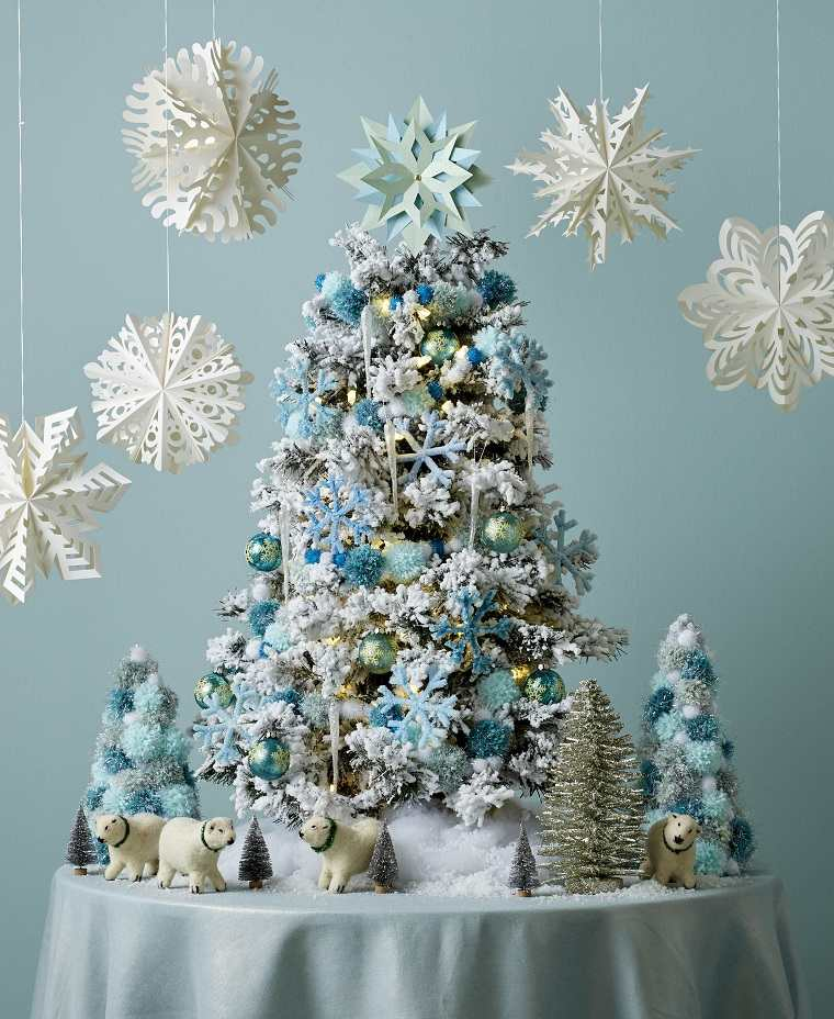 arboles-pequenos-adornos-color-azul-claro