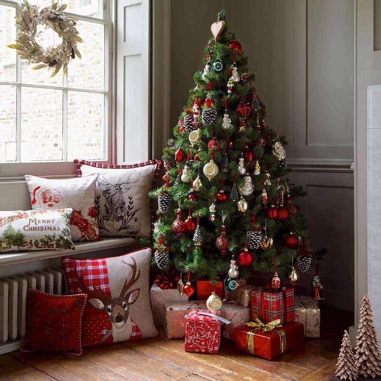 bello-arbol-navideno-rojo