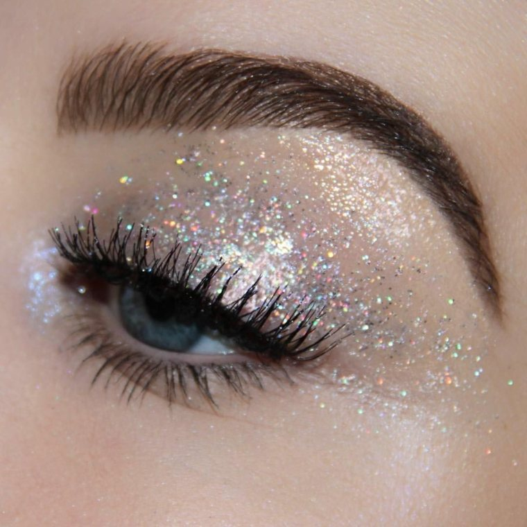 brillo-ojos-ideas-glitter-plateado-ideas-2020