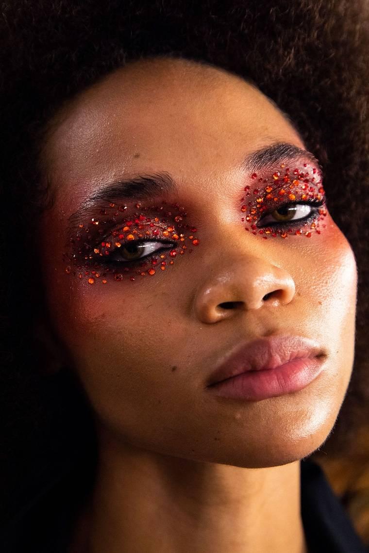 brillos-decorando-ojos-estilo