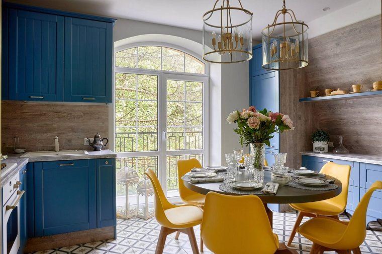 colores-de-muebles-de-cocina-combinar-azul-amarillo