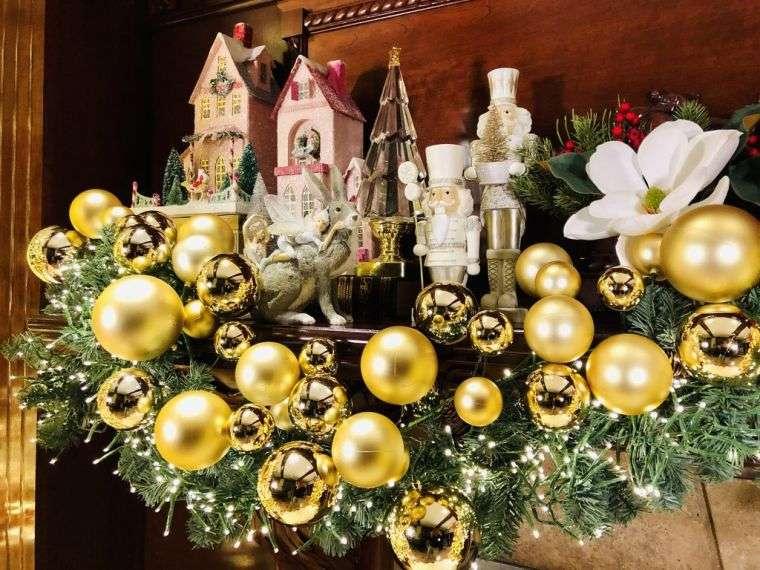 decoración original bolas doradas