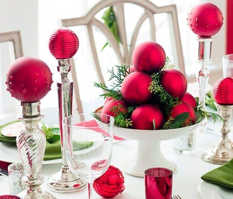 decoración original bolas rojas mesa