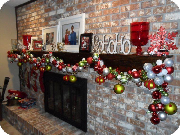 decoración original guirnalda con bolas navideñas
