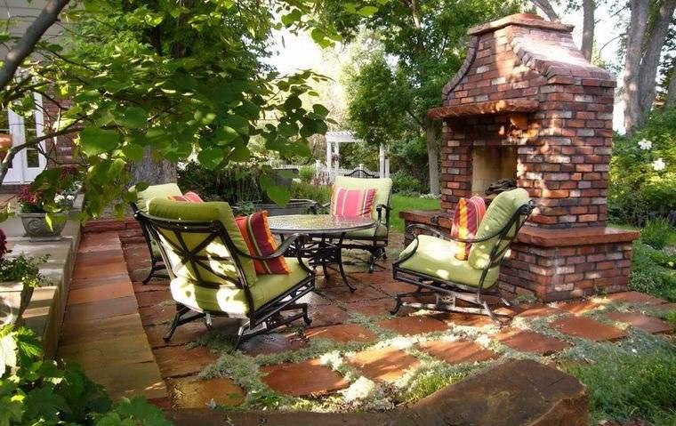 decoración rústica patio chimenea de ladrillo