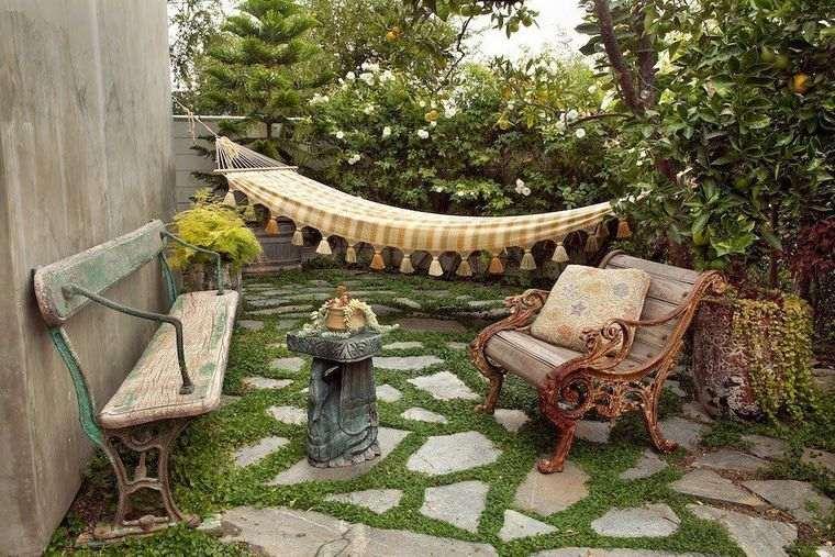 decoración rústica patio con hamaca