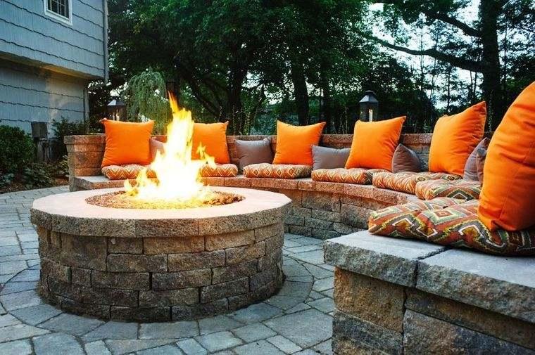 decoración rústica patio pozo de fuego piedra