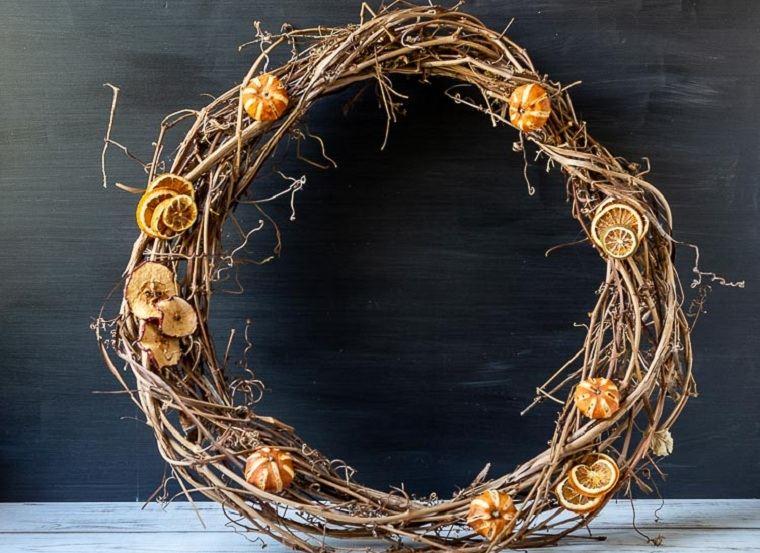 decorar-la-puerta-de-entrada-corona-frutos-decorar