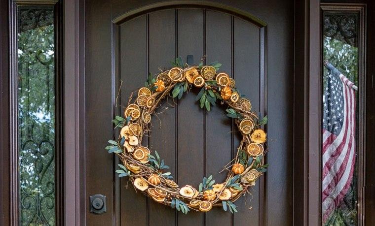 decorar-la-puerta-de-entrada-corona-frutos-puerta