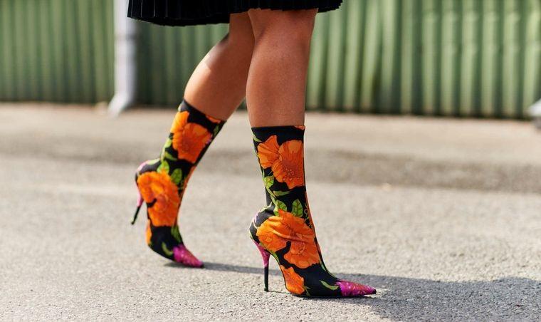 diseño floral en calzado