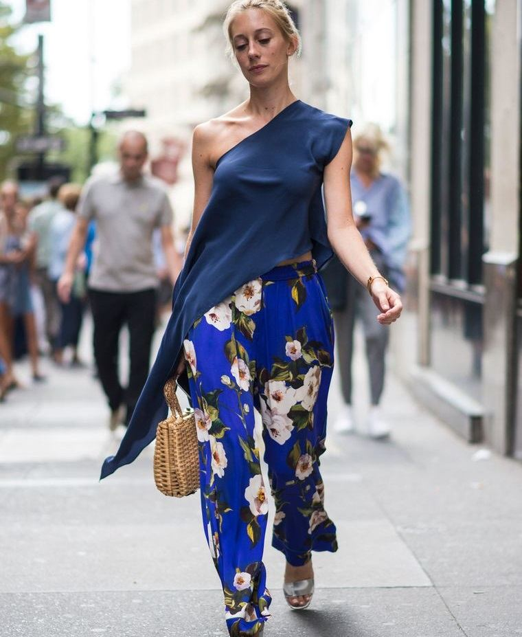 diseño floral fondo azul