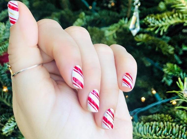 diseños de uñas navideñas lineas de caramelos