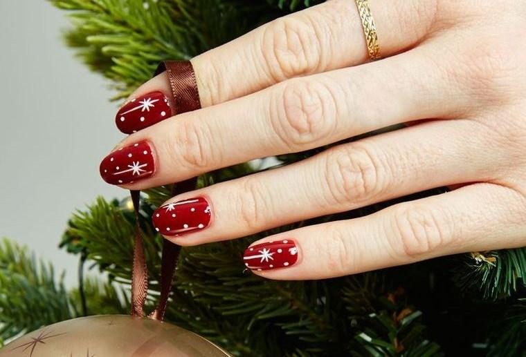 diseños de uñas navideñas rojas con estrellas