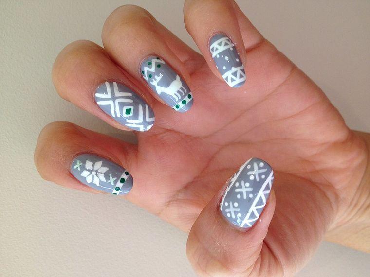 diseños de uñas navideñas sueter