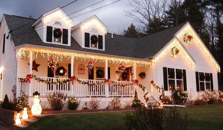 espíritu navideño exterior iluminado
