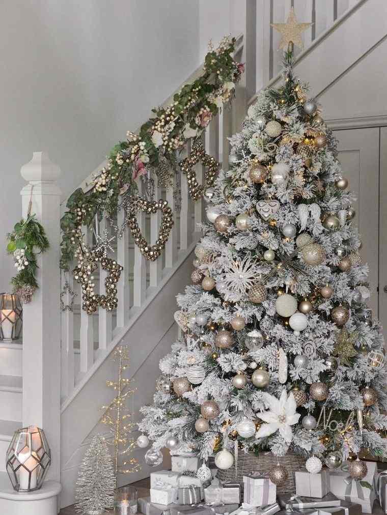 ideas para decorar arbol blanco plateado