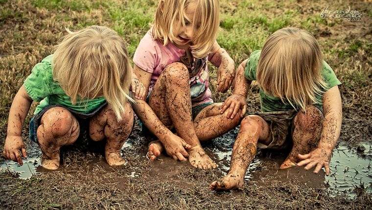 jugar con barro niños