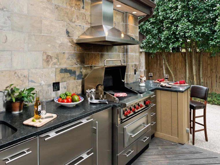 la cocina exterior con campana