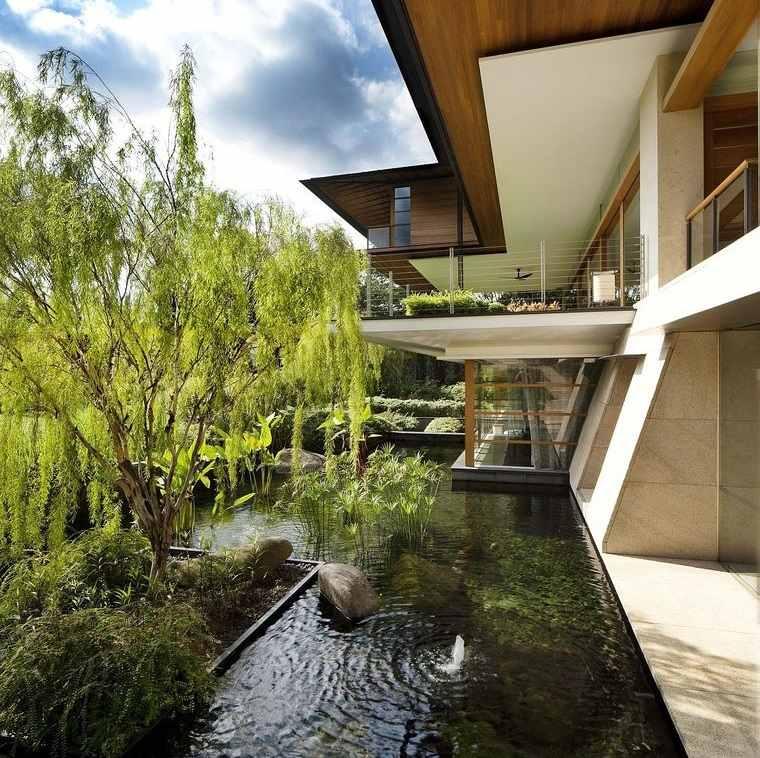 los jardines con fuentes de agua