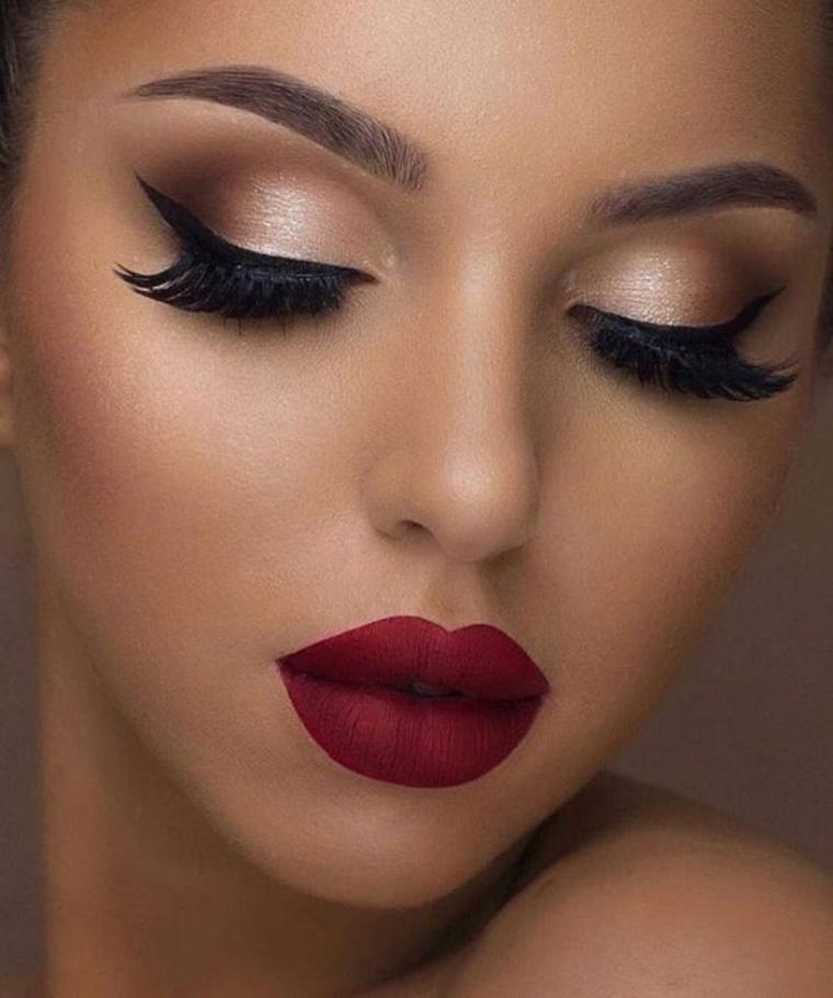 maquillaje nochevieja 2020-delineador-negro