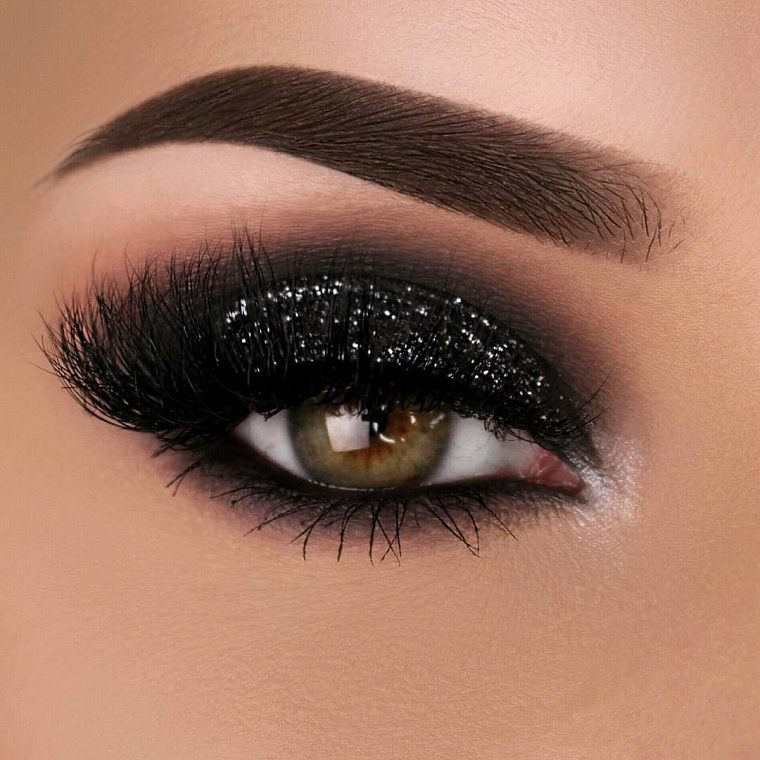 "new-year-makeup-2020-bright-black-makeup ""width ="" 760 "" height = ""760"" srcset = ""https://casaydiseno.com/wp-content/uploads/2020/11/vieja-night-makeup-2020-brilliant-black-makeup.jpg 760w, https://casaydiseno.com / wp-content / uploads / 2020/11 / new year's-eve-makeup-2020-m Bright-black-makeup-150x150.jpg 150w ""tamanhos ="" (largura máxima: 760px) 100vw, 760px ""/> <img loading="