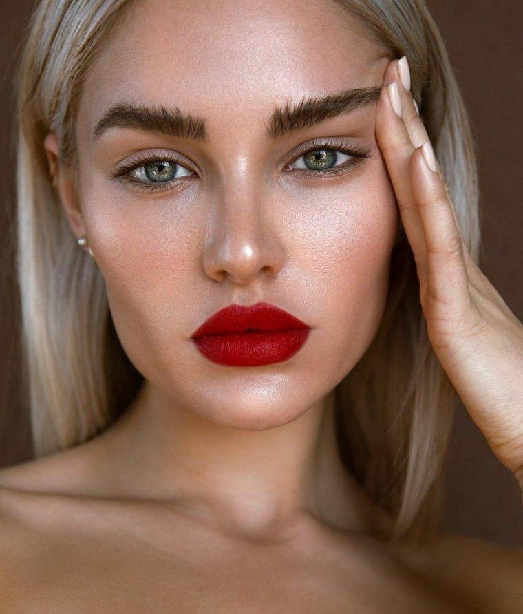 maquillaje-nochevieja-ideas-labios-rojos