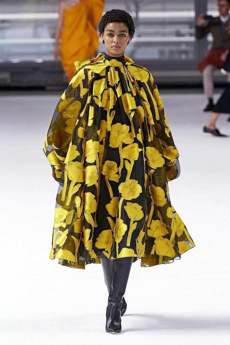 motivos-florales-vestido-Herrera-color-amarillo