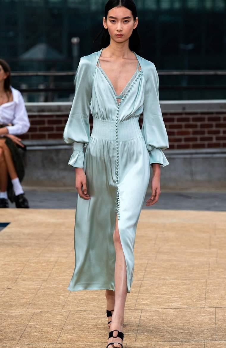 Jonathan-Simkhai-vestido-satinado-moderno