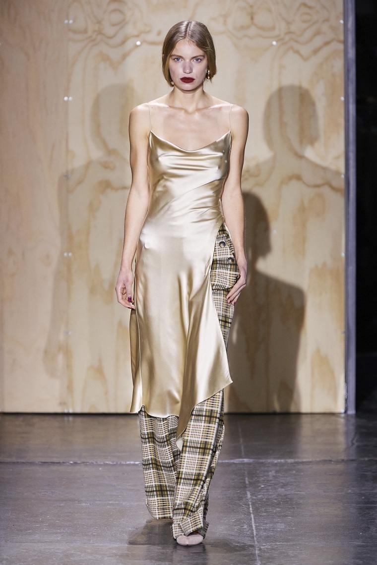 Jonathan-Simkhai-vestido-satinado