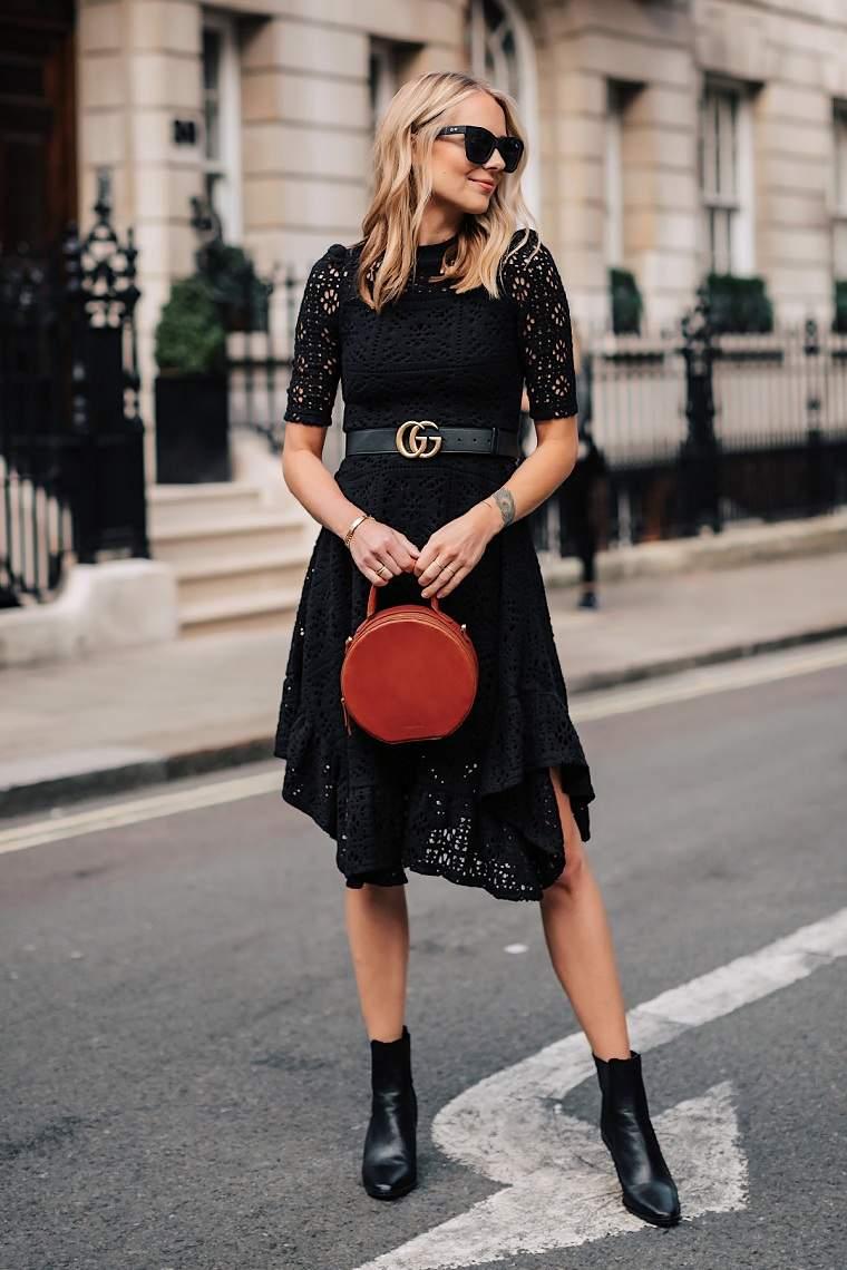 accesorios-ropa-negra-bolso-rojo