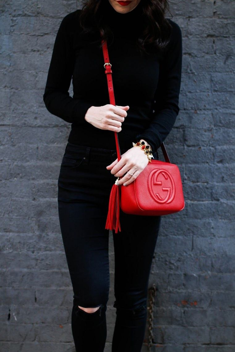 atuendo-negro-bolso-rojo-estilo