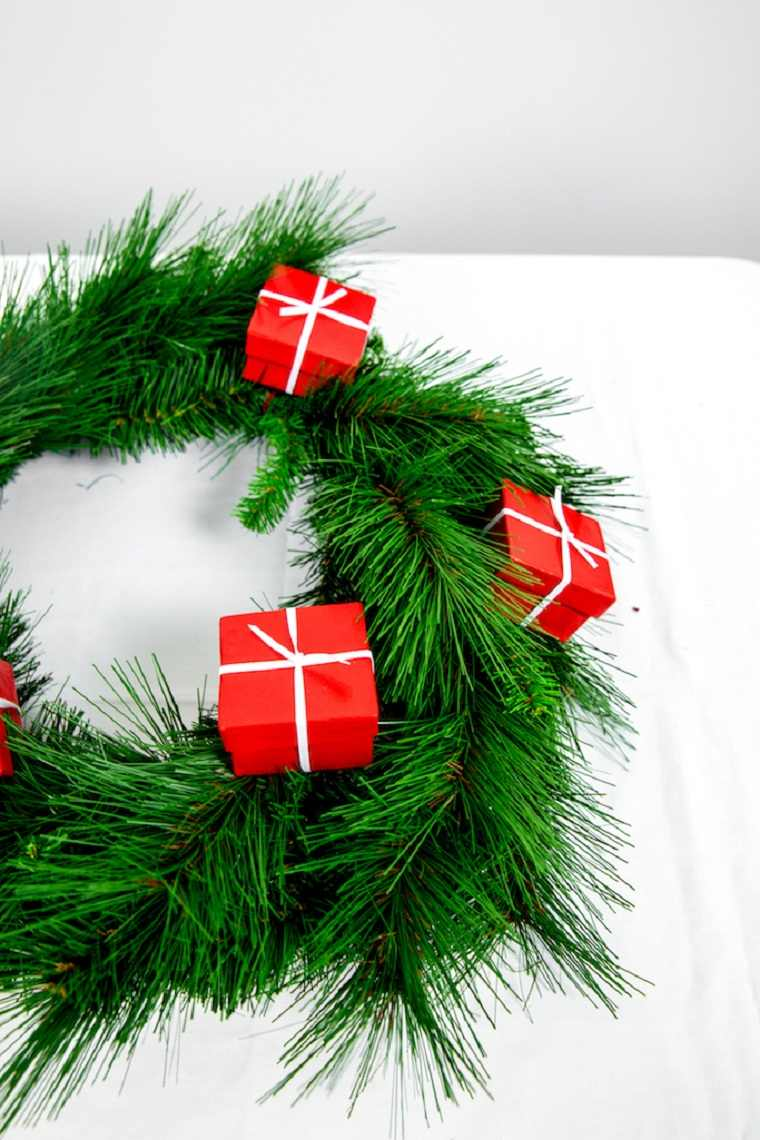 cajas-regalo-ideas-corona-puerta