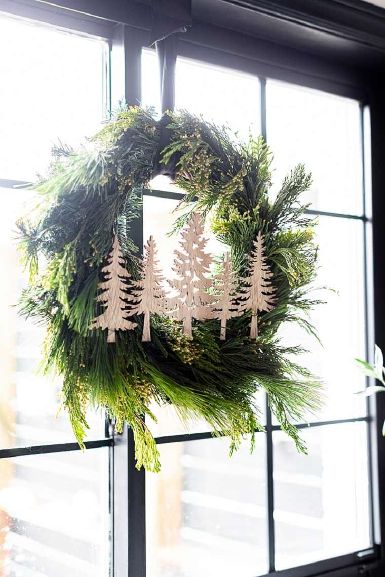 Decoraciones navideñas para puertas corona-arboles-navidad-madera