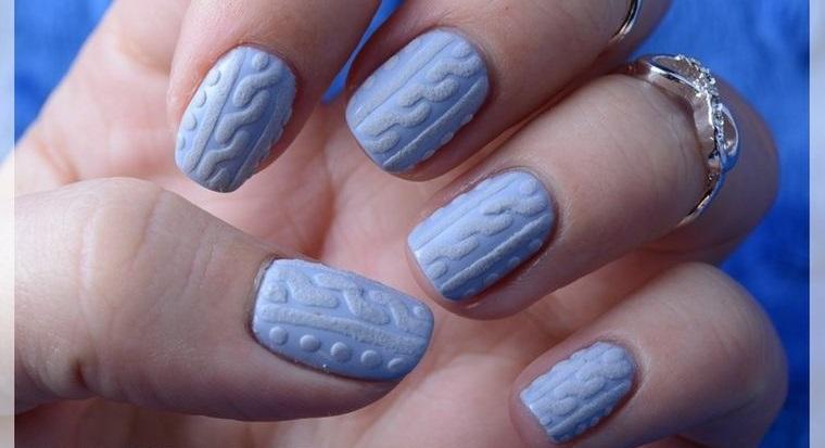 diseño de uñas azul claro