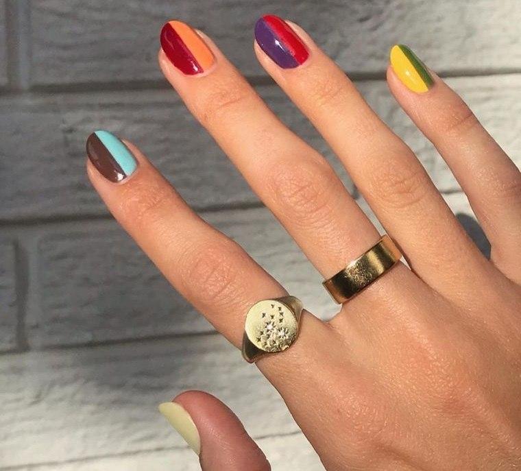 diseño de uñas coloridas 2021