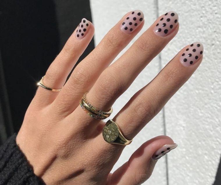 diseño de uñas desnudas con puntos 2021