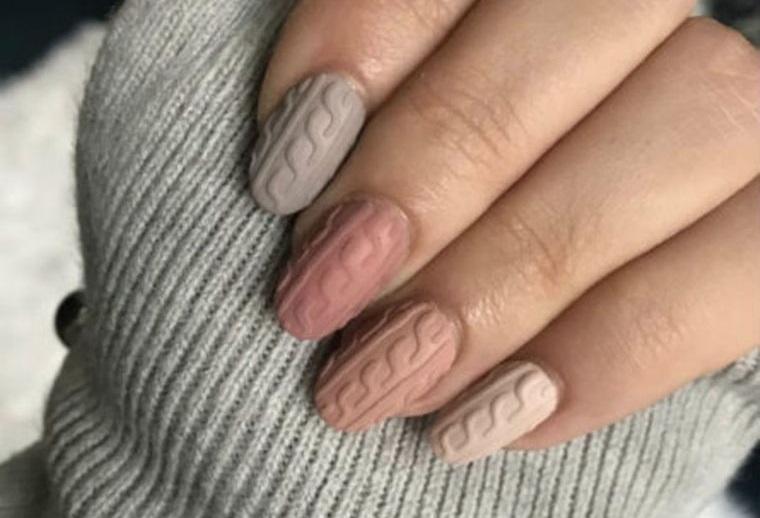 diseño de uñas diferentes colores