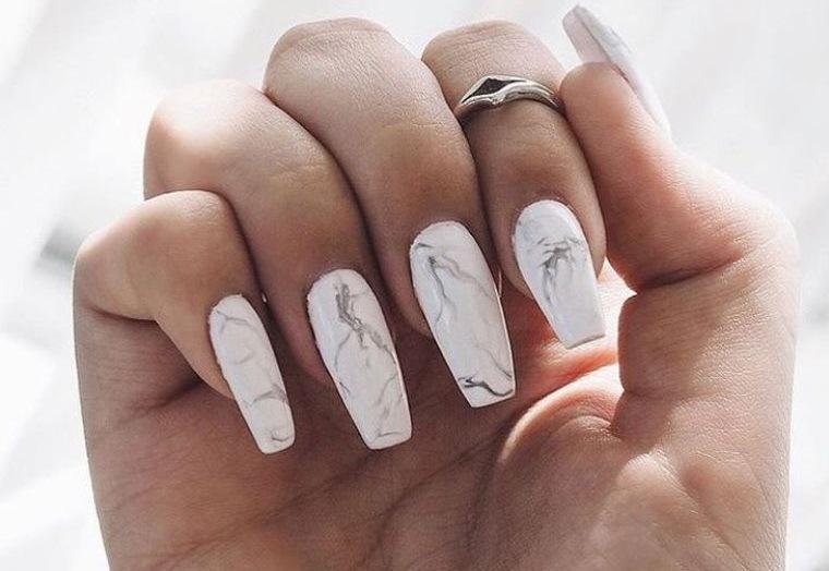 diseño de uñas efecto marmol 2021