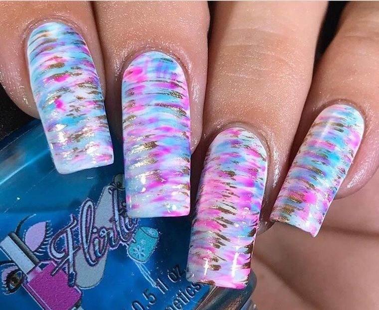diseño de uñas finas rayas 2021