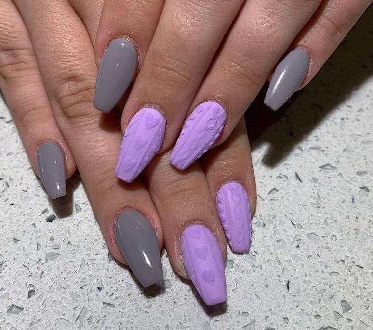 diseño de uñas lila gris
