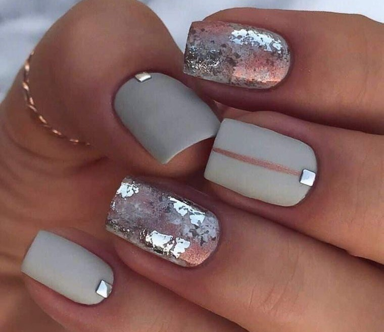 diseño de uñas mate brillo 2021